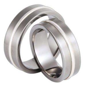 Forlovelsesring/giftering i titan og sølv