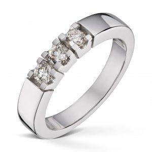 Alliansering i hvitt gull totalt 0,30ct diamanter