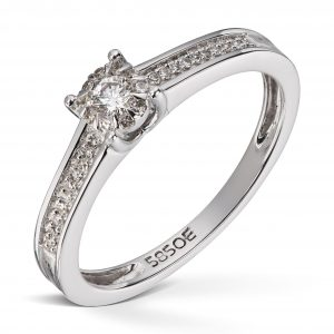 Ring i hvitt gull med 0,19ct diamanter